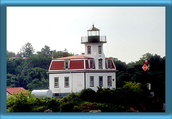 Pomham Rocks Lighthouse